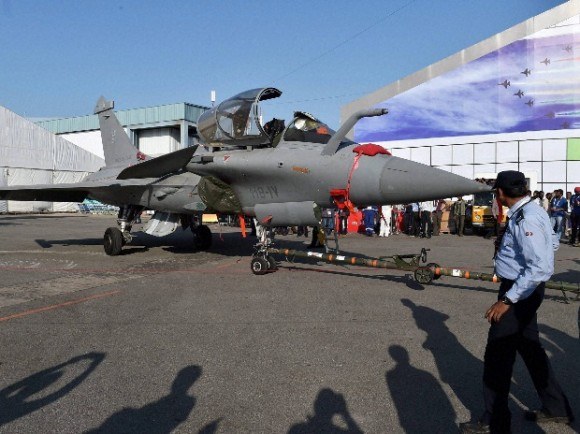 Rafale AeroIndia 2015 - foto via Business Standard