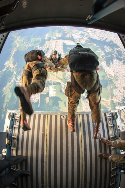 Exercício Carranca IV - salto paraquedistas - foto sgt Johnson Barros - FAB