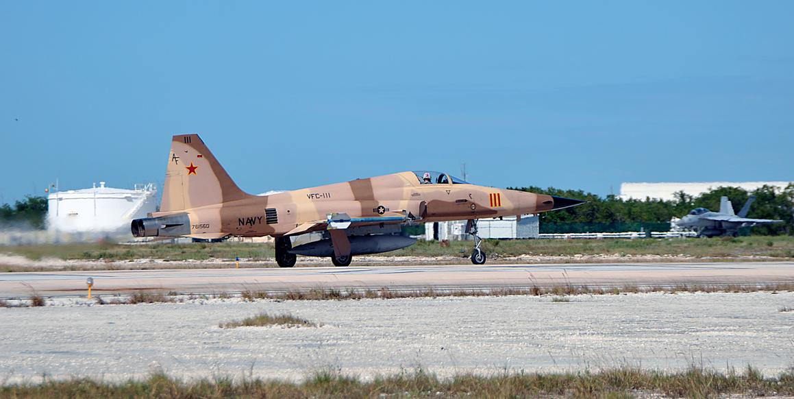 F-5 Tiger II do VFC 111 na NAS Key West - foto USN