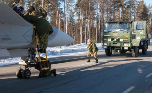 Gripen - Ala 17 treina tiro ar-solo em Vidsel - foto 8 Forças Armadas da Suécia