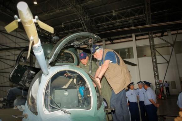 Ministro J Wagner em AH-2 Sabre em Porto Velho - foto 2 Sgt Johnson - FAB