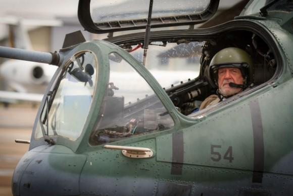 Ministro J Wagner em AH-2 Sabre em Porto Velho - foto Sgt Johnson - FAB