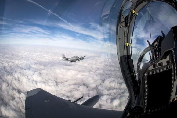 Piloto afegão voa pela primeira vez no A-29 - 4