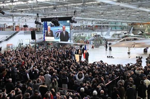 visita pres Francois Hollande Dassault - mar2015 - foto Dassault Aviation