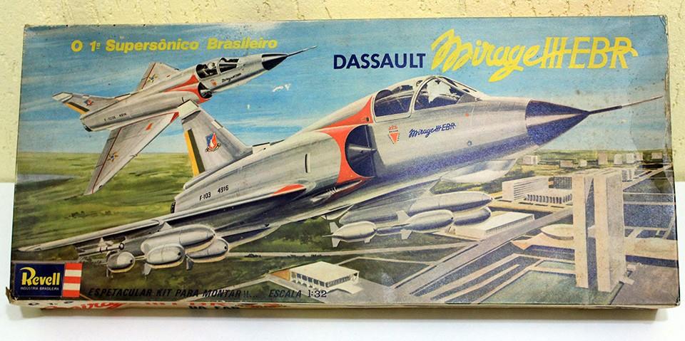 Kit da Revell do Mirage IIEBR da FAB