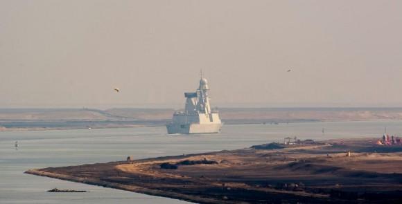 Arromanches - fragata def aerea Chevalier Paul em Suez - foto Min Def França