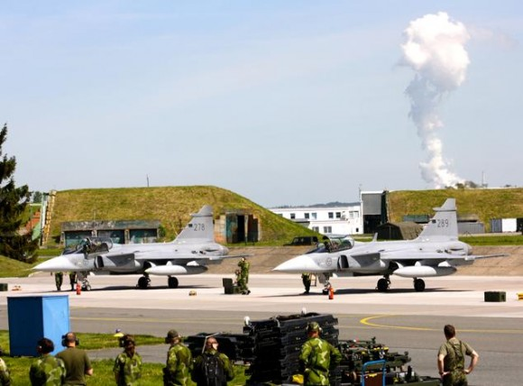 Lion Effort 2015 - Gripen sueco linha voo - foto 2 via Base Aérea Caslav Rep Tcheca