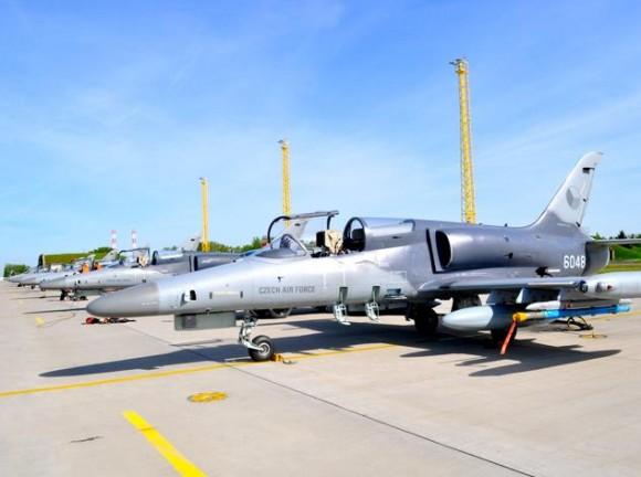 Lion Effort 2015 - L-159 tcheco linha voo - foto via Base Aérea Caslav Rep Tcheca