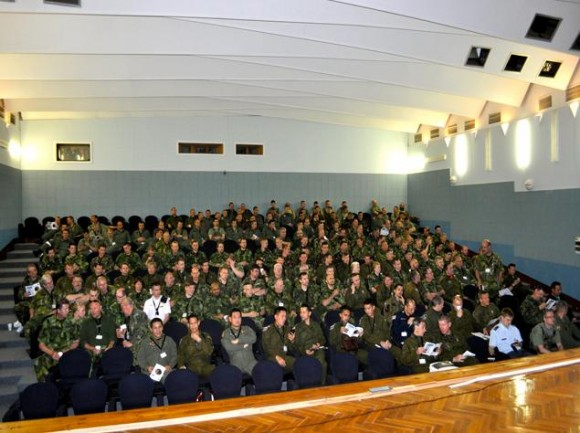 Lion Effort 2015 - auditório - foto via Base Aérea Caslav Rep Tcheca