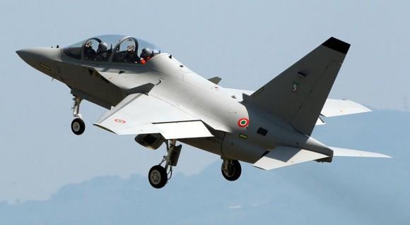 M-346 em voo - foto 2 Alenia Aermacchi