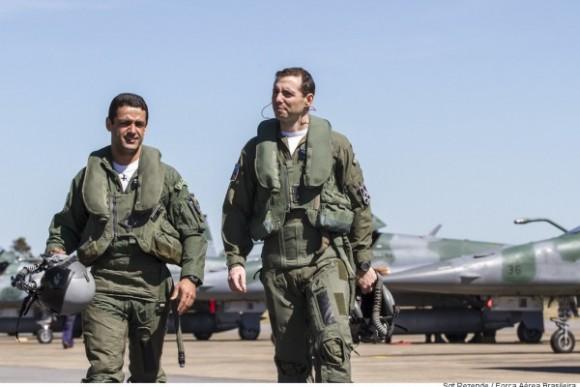 capitães Pascotto e Fórneas que voaram Gripen - foto FAB