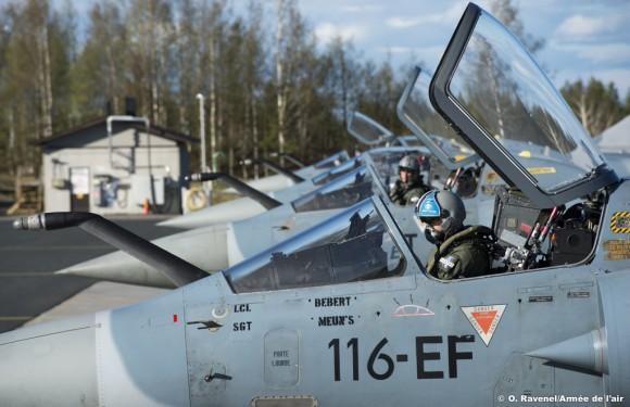 Artic-Challenge-2015-linha-de-voo-Mirage-2000-foto-Força-Aérea-Francesa.jpg