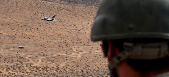 Green Flag - caça F-16 faz demonstração de força junto a soldados do US Army - foto 2 USAF