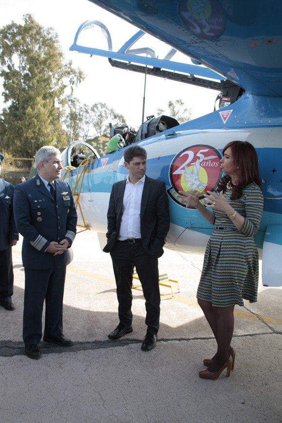 Presidente Cristina Kirchner conhece jato Pampa em Mendoza - foto 4 FAA - IV Brigada