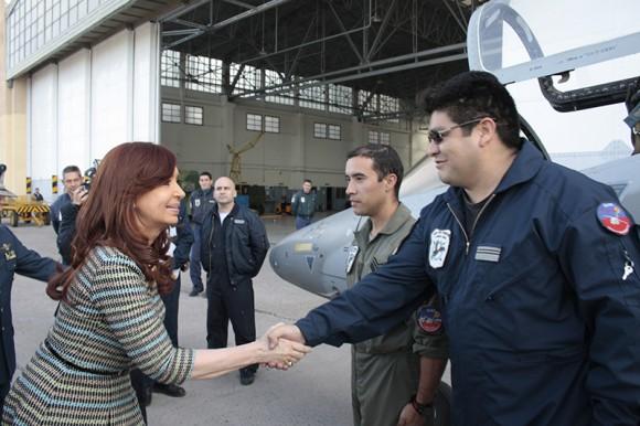 Presidente Cristina Kirchner conhece jato Pampa em Mendoza - foto 5 FAA - IV Brigada