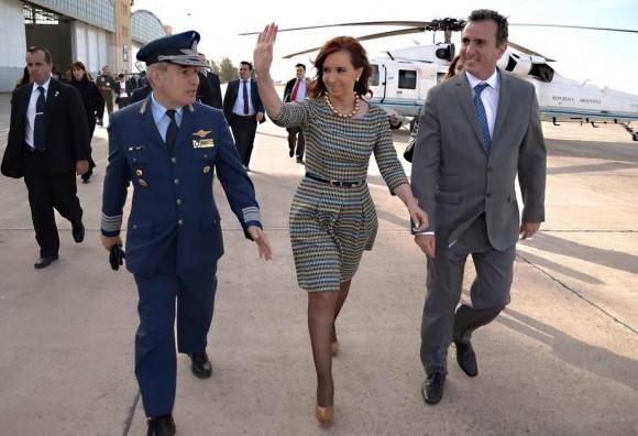 Presidente Cristina Kirchner na IV Brigada Aérea - foto governo de Mendoza