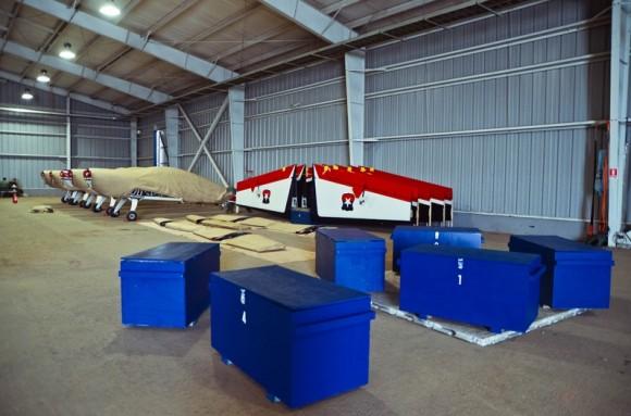 Aviões Extra 300L Halcones - preparação para embarcar em KC-135 - foto 2 FACh