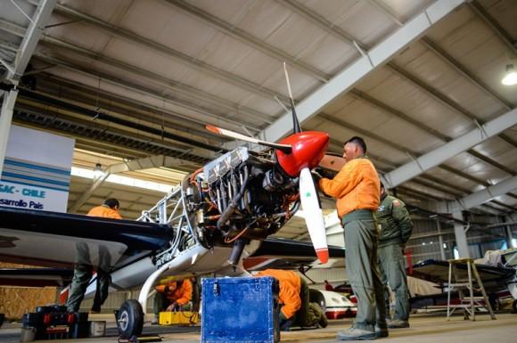 Aviões Extra 300L Halcones - preparação para embarcar em KC-135 - foto FACh