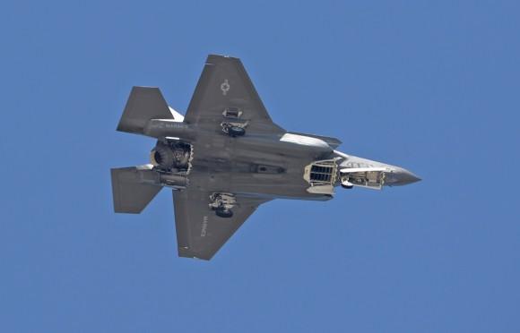 F-35B em testes após modificações para a IOC - foto USAF