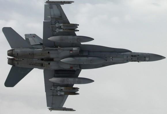 Hornet da RAAF sobre o Iraque - destaque foto Min Def Australia