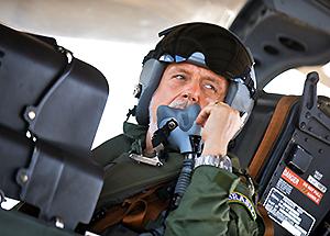 Ministro da Defesa em A-29 na BANT - foto MD - T Sobreira