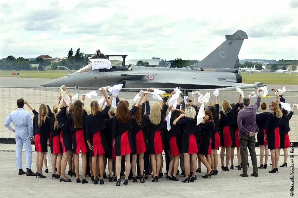 Rafale deixa Salao Le Bourget 2015 - foto Dassault