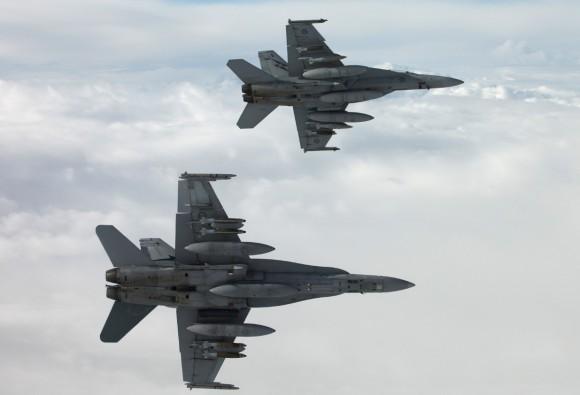 Super Hornet e Hornet da RAAF sobre o Iraque - foto 2 Min Def Australia