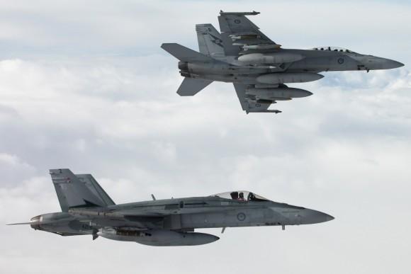 Super Hornet e Hornet da RAAF sobre o Iraque - foto 3 Min Def Australia