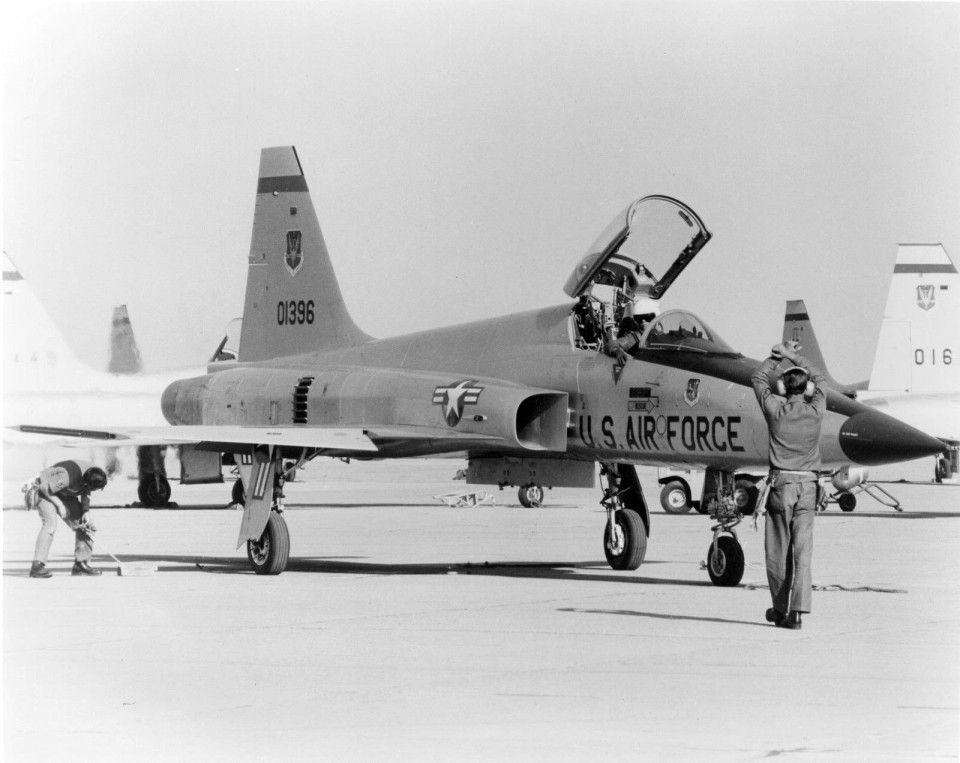 425th-TFTS-F-5E-Tiger-II-72-1396-Williams-AFB-1973-original-Northrop