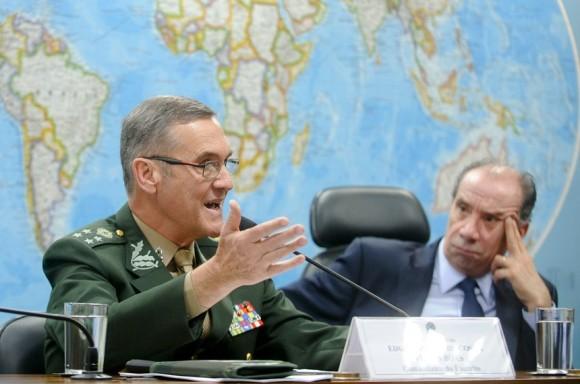 O-comandante-do-Exército-o-general-Eduardo-Villas-Bôas-580x384