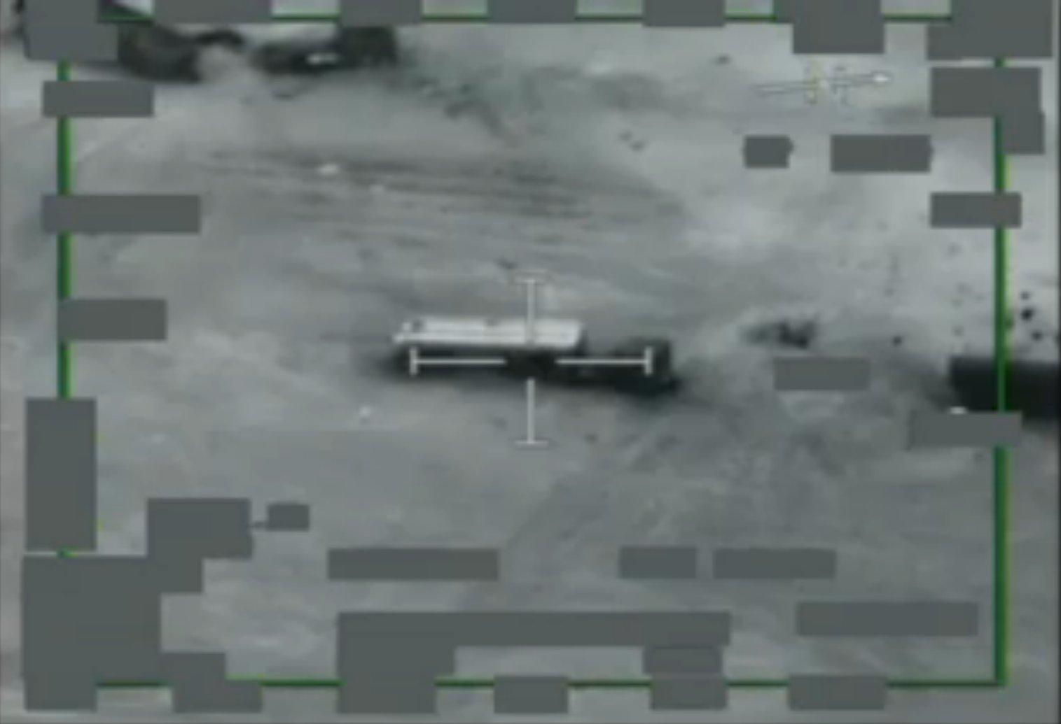 A-10 destruindo caminhoes tanque
