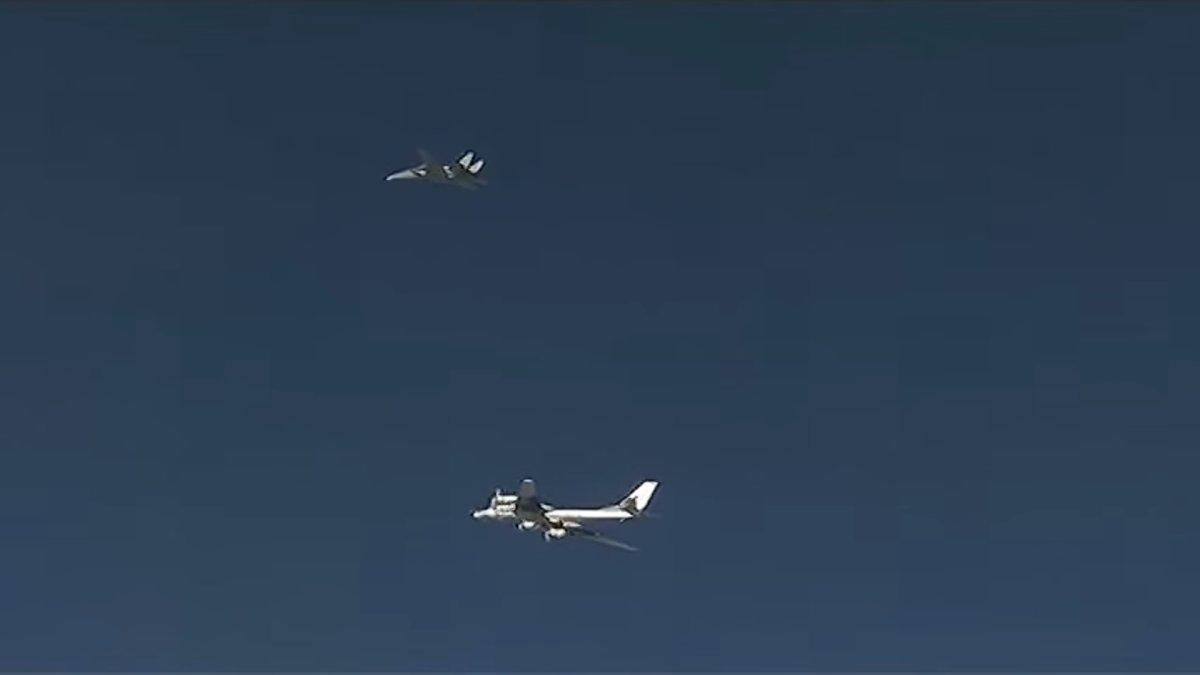F-14 da IRIAF intercepta Tu-95 russo