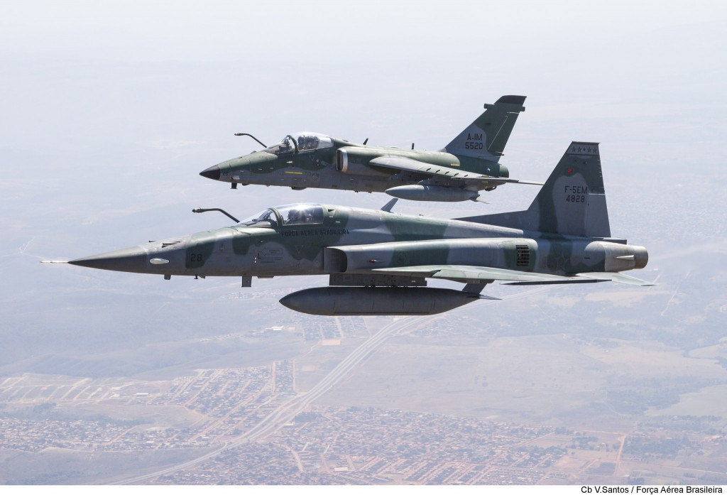 F-5EM e A-1