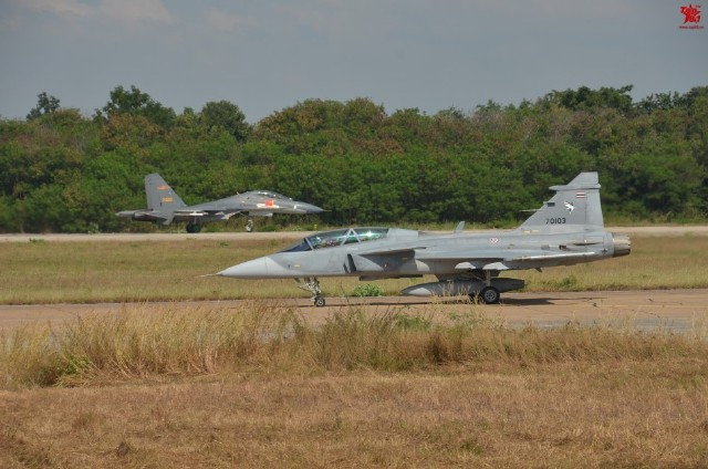 Thailand-Gripens-and-Chinese-PLAAF-J-11-joint-exercises-1