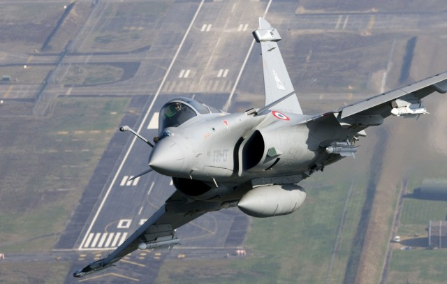 Rafale com misseis MICA - foto Dassault