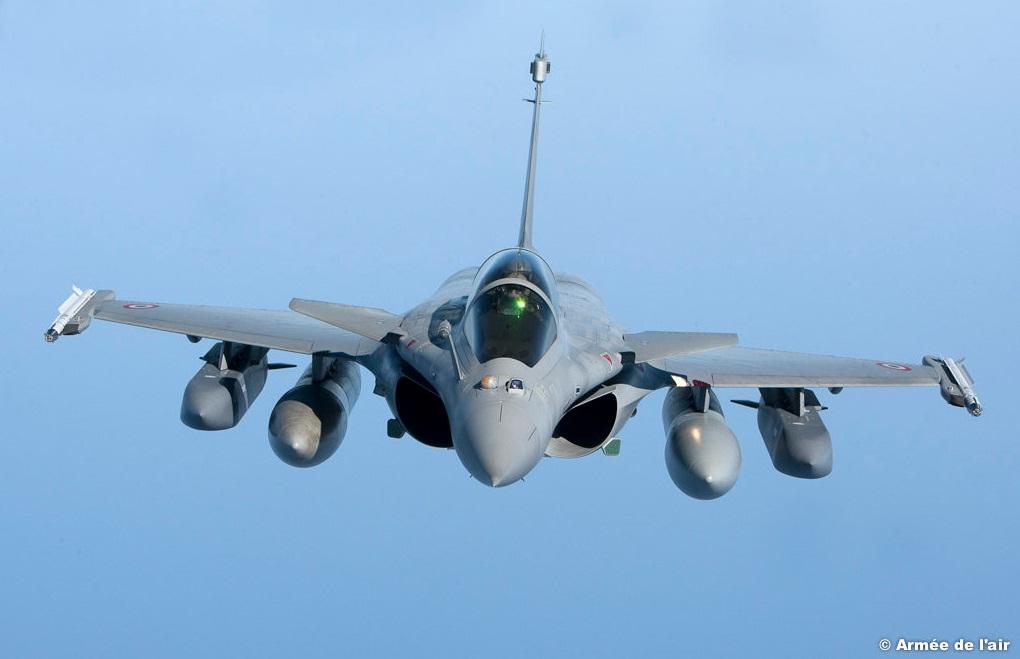Rafale com misseis SCALP e MICA - foto Forca Aerea Francesa