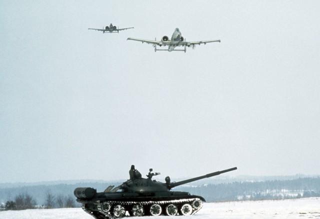 O A-10 nasceu como caçador de tanques na Guerra Fria