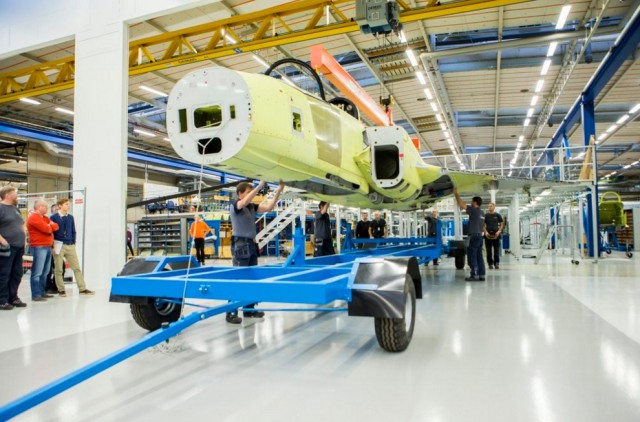 Gripen E - prototipo JAS 39-8 - montagem final - imagem Twitter Saab