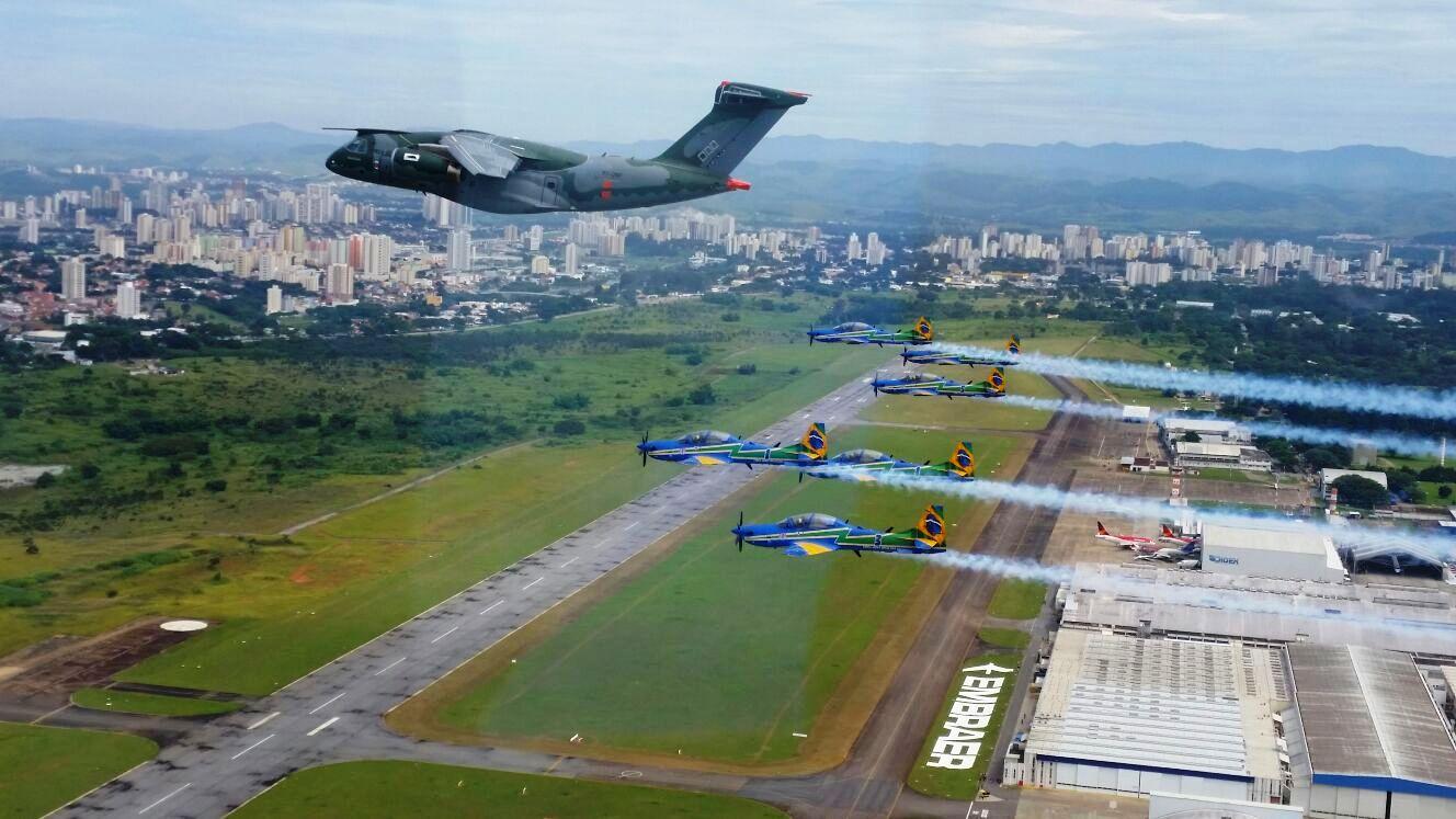 KC-390 e A-29 Super Tucano do EDA - 1