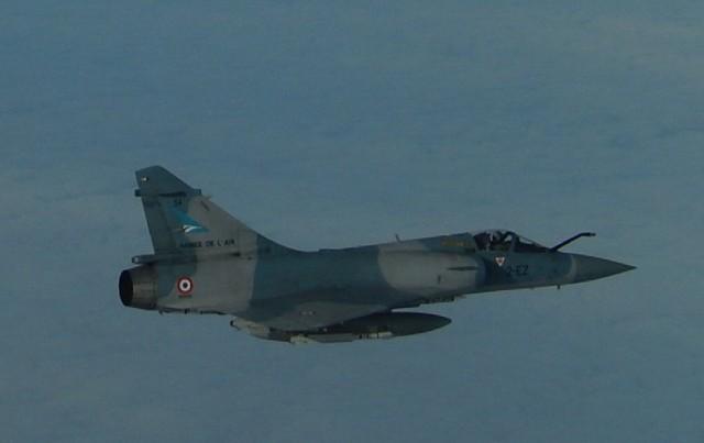 TU-160 russo interceptado por Mirage 2000-5 - detalhe foto Forca Aerea Francesa