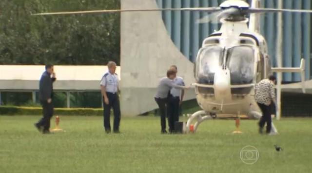 Dilma entra helicoptero em Brasilia 5marco2016 - captura imagem TV Globo