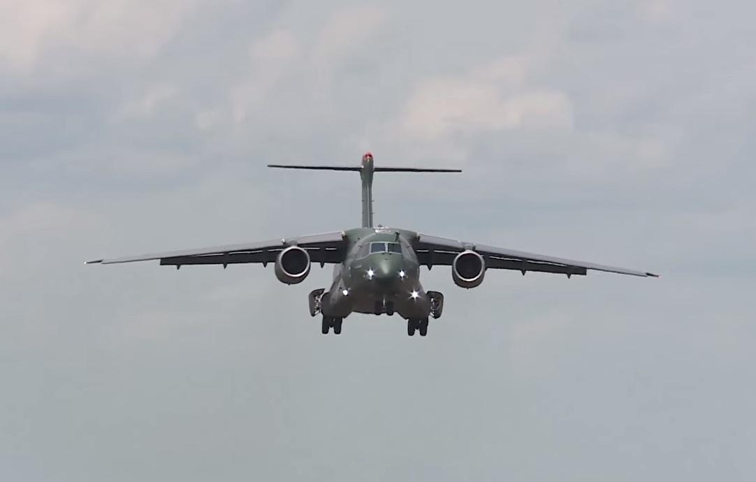 KC-390 - cena 4 video Conexao FAB mar2016
