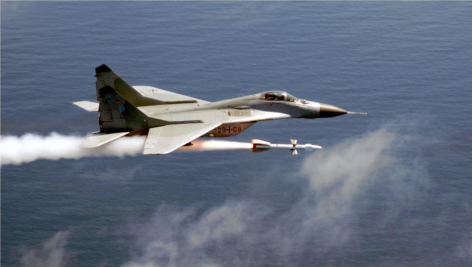 MiG-29 alemao em visita aos EUA - 2003 - foto USAF