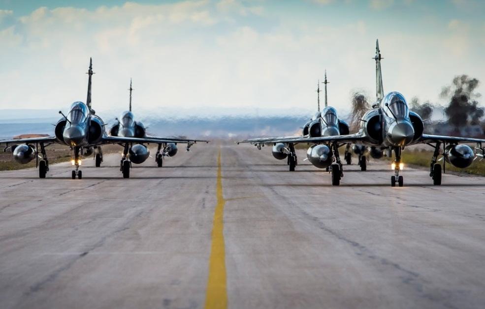 Mirage 2000D em base na Jordania - foto Min Def Frances