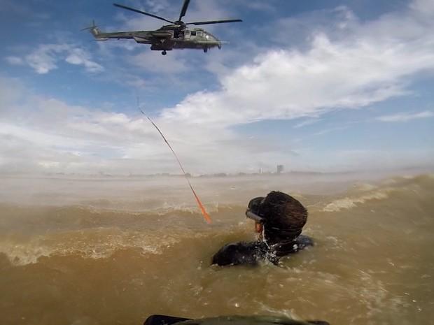 Treinamento de resgate aquático aconteceu no Rio Amazonas no Amapá Foto FAB