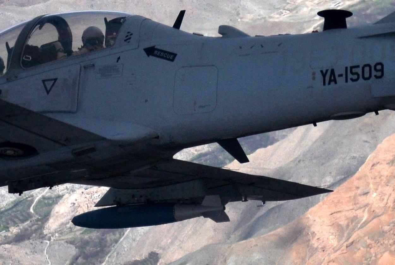 A-29 Super Tucano - missao treinamento Afeganistao 6-4-2015 - detalhe ampliado 2 foto USAF