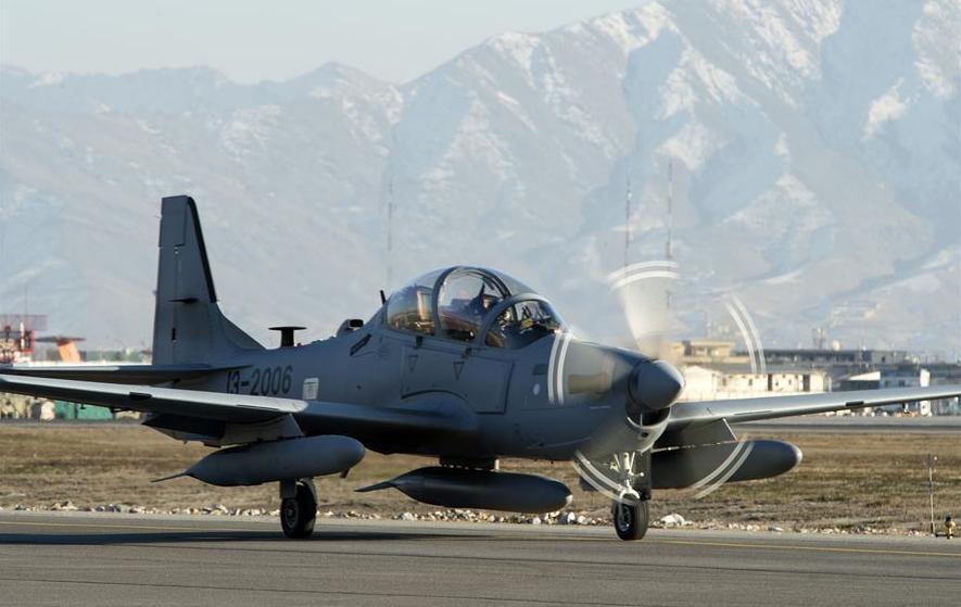 A-29 Super Tucano na chegada ao Afeganistao - foto USAF