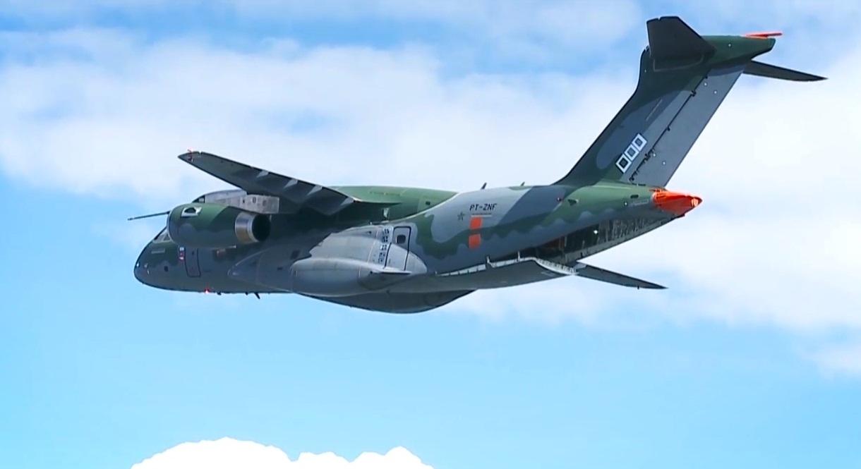KC-390 - teste de voo operacao portas e rampa - cena video Embraer