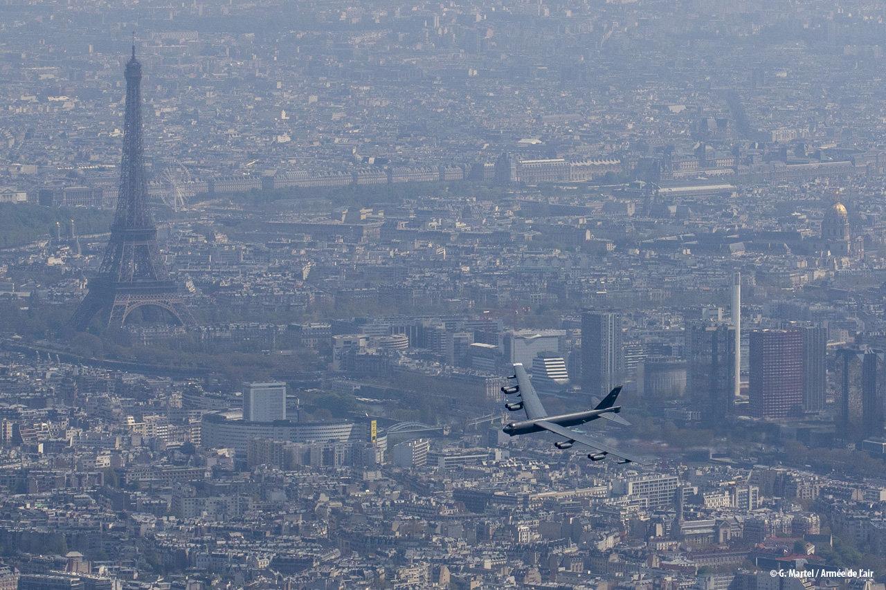 centenario La Fayette - passagem B-52 - foto Forca Aerea Francesa