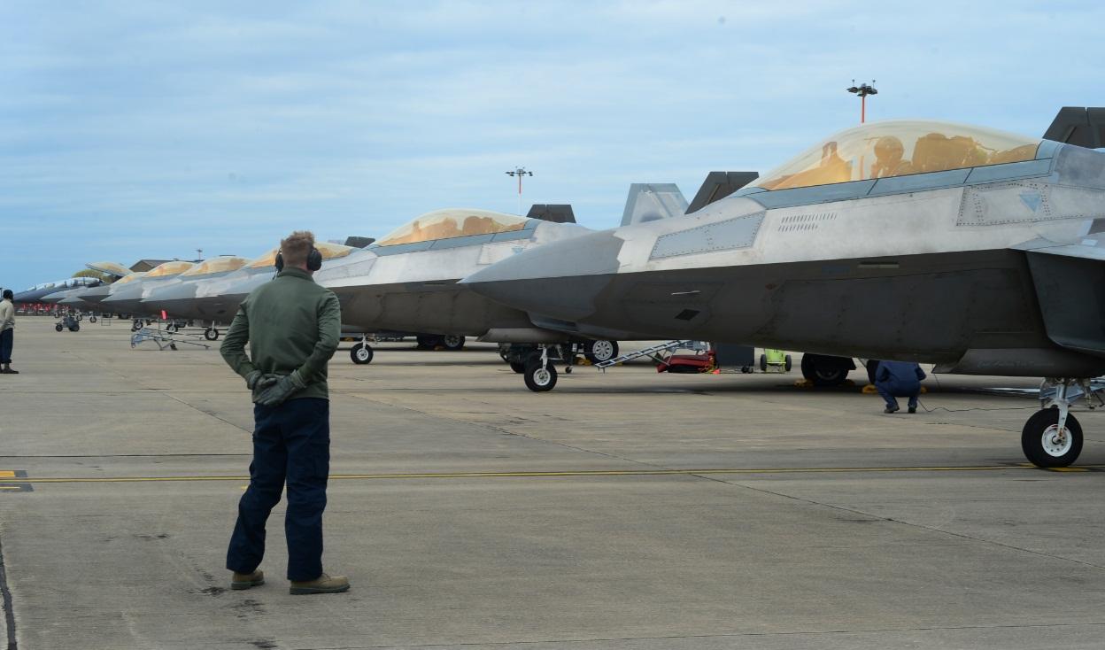 F-22 - linha de voo em Lakenheath - foto USAF